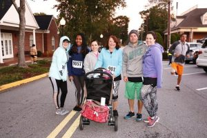 family-runners-spooktacular-chase